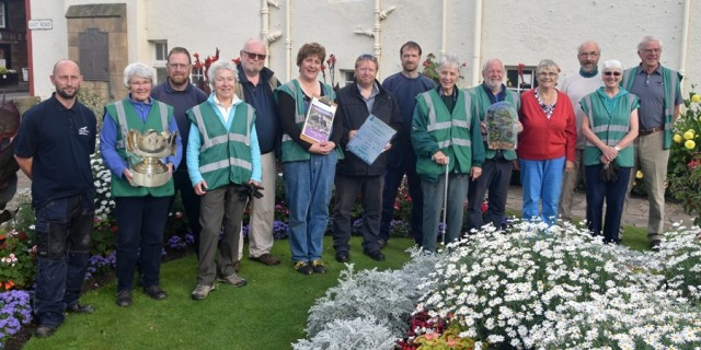 North Berwick in Bloom volunteers and East Lothian Council colleagues with the Rosebowl, awarded for the highest score in Beautiful Scotland 2016 and the Dave Kerr Coastal trophy.  Photo Ian Gooodall.